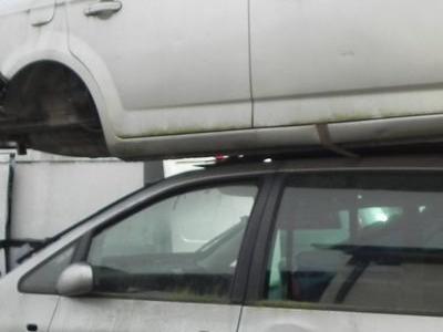 bialy samochod